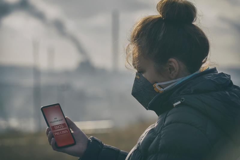 woman wearing mask because of serious smog
